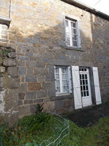 20 mns from St Malo or Dinan, South facing village stone house, nice garden, lovely area!
