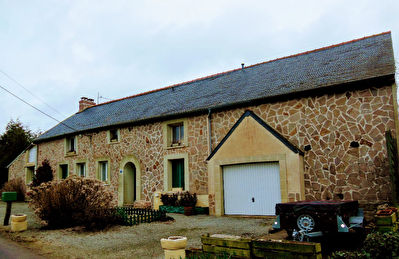 MERDRIGNAC - 4 bed house with development potential - quiet location