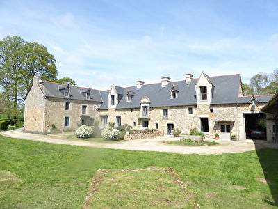 Historical manor house and chapel close to Dinan