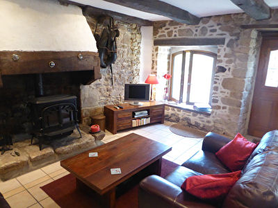 JUGON LES LACS: Pretty 3 bed riverside cottage in popular village