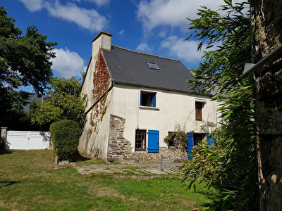 Jugon les Lacs area, charming cottage on delightful garden!