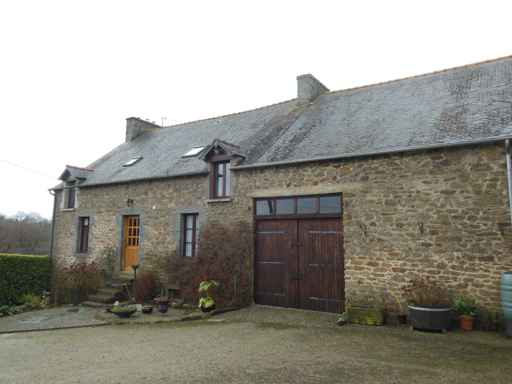 Well refurbished stone longere with 4 beds and outbuildings for development.