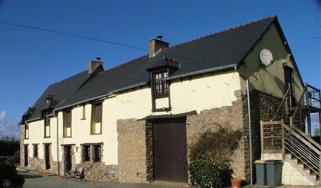 Caulnes: jolie maison de pays et son gîte dans hameau paisible