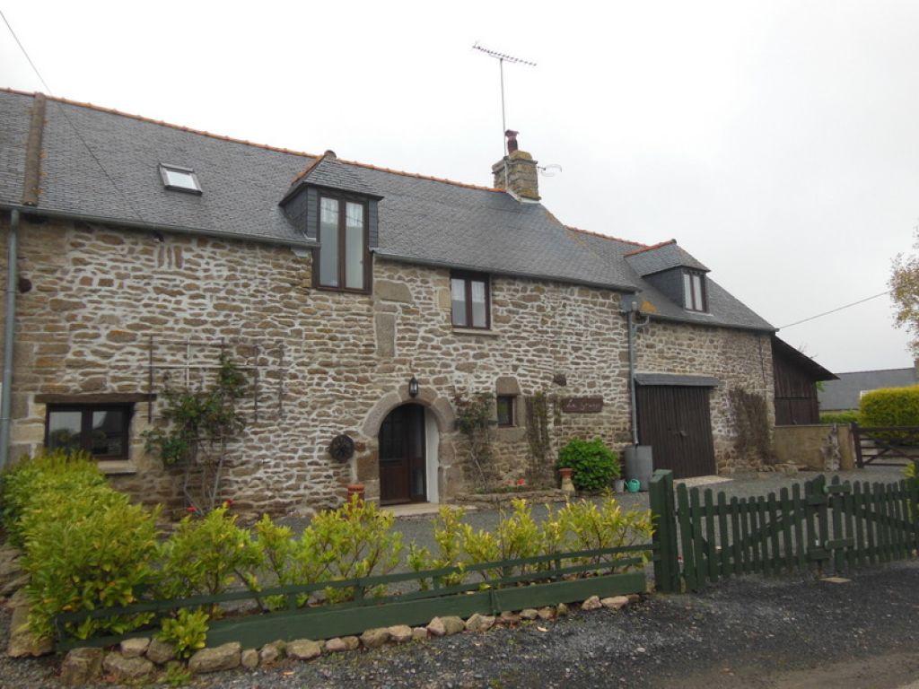 Secteur Collinée: Jolie maison en pierres de 4 chambres, jardin et garage