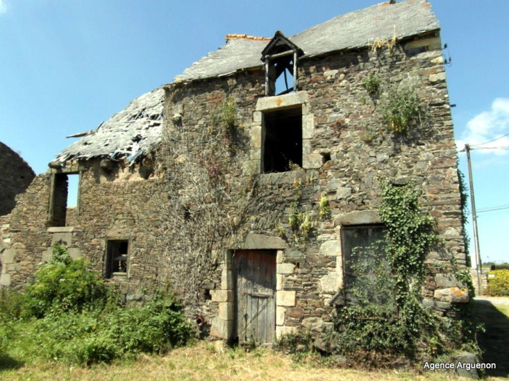 Proche axe St Malo/Rennes: maison en pierre à rénover