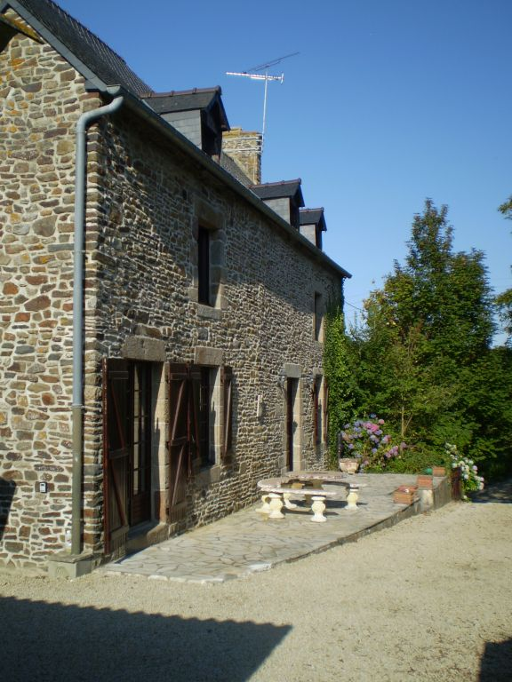 Large stone farmhouse close to Dol de Bretagne