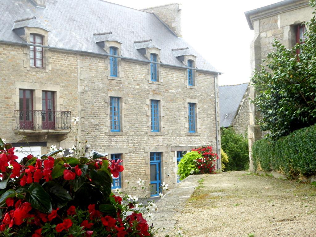 Plelan Le Petit: BEL ENSEMBLE ANCIEN HOTEL ET MAISONNETTE RAVISSANT JARDIN
