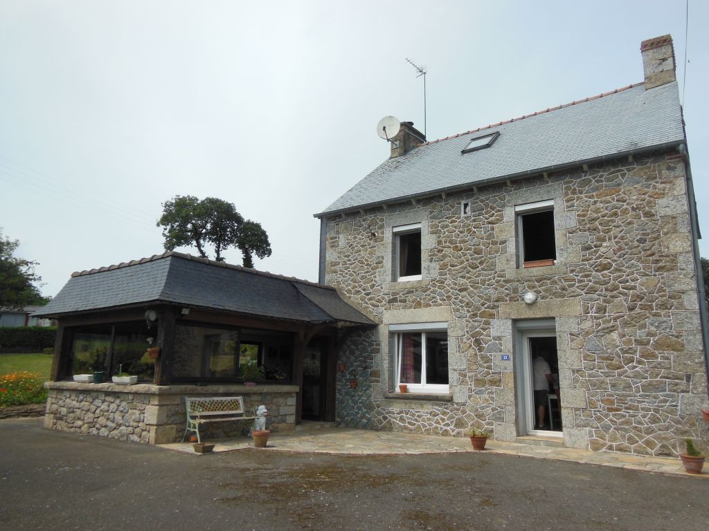 Great value 4 bed stone house with great views close to village