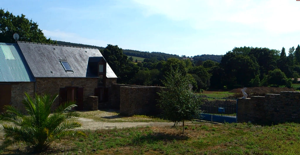 Moncontour area, old farmhouse & 3 acres of land, edge of village & lovely views