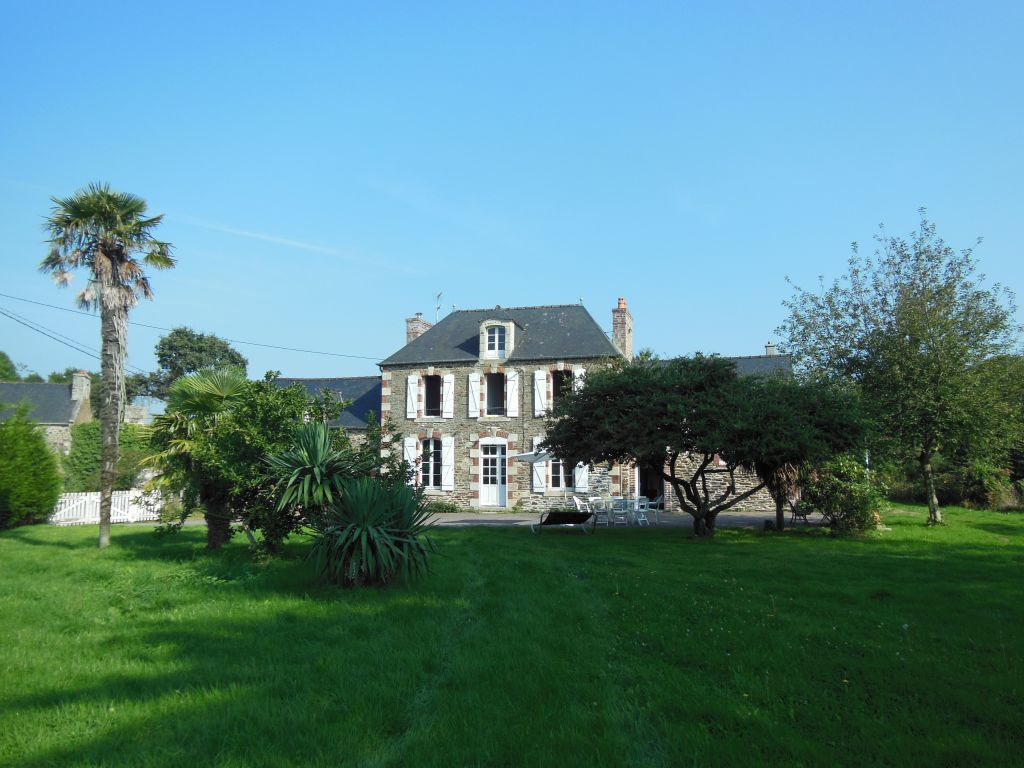 Superb refurbished Manor house with separate gite just 10 mins to coast