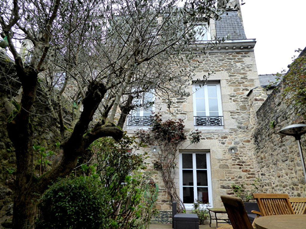 Elegant town house in the heart of the DINAN