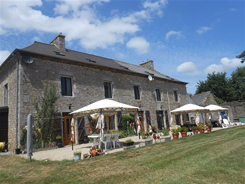 Gîte complex in idyllic surroundings close to Dinan