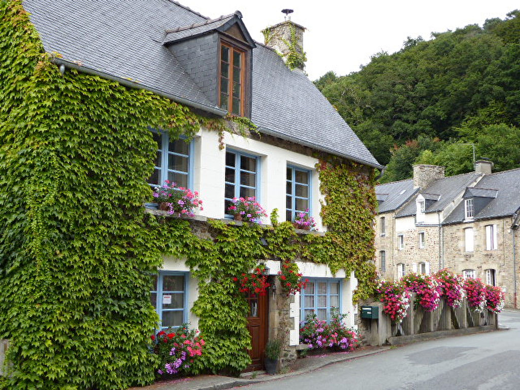 Très charmante, dans bourg dynamique, chambre au rdc, jardin clos