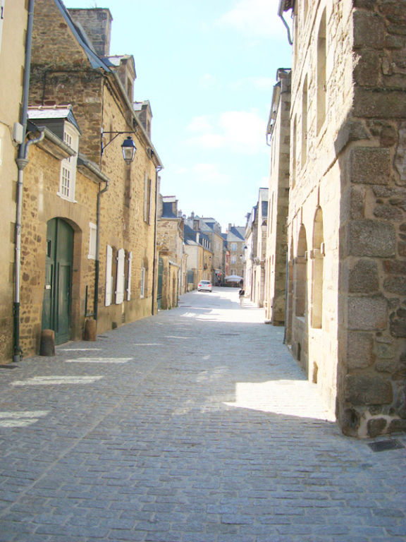 In the heart of medieval Dinan, Rare on the market, an exceptional  town house in the heart historic Dinan.