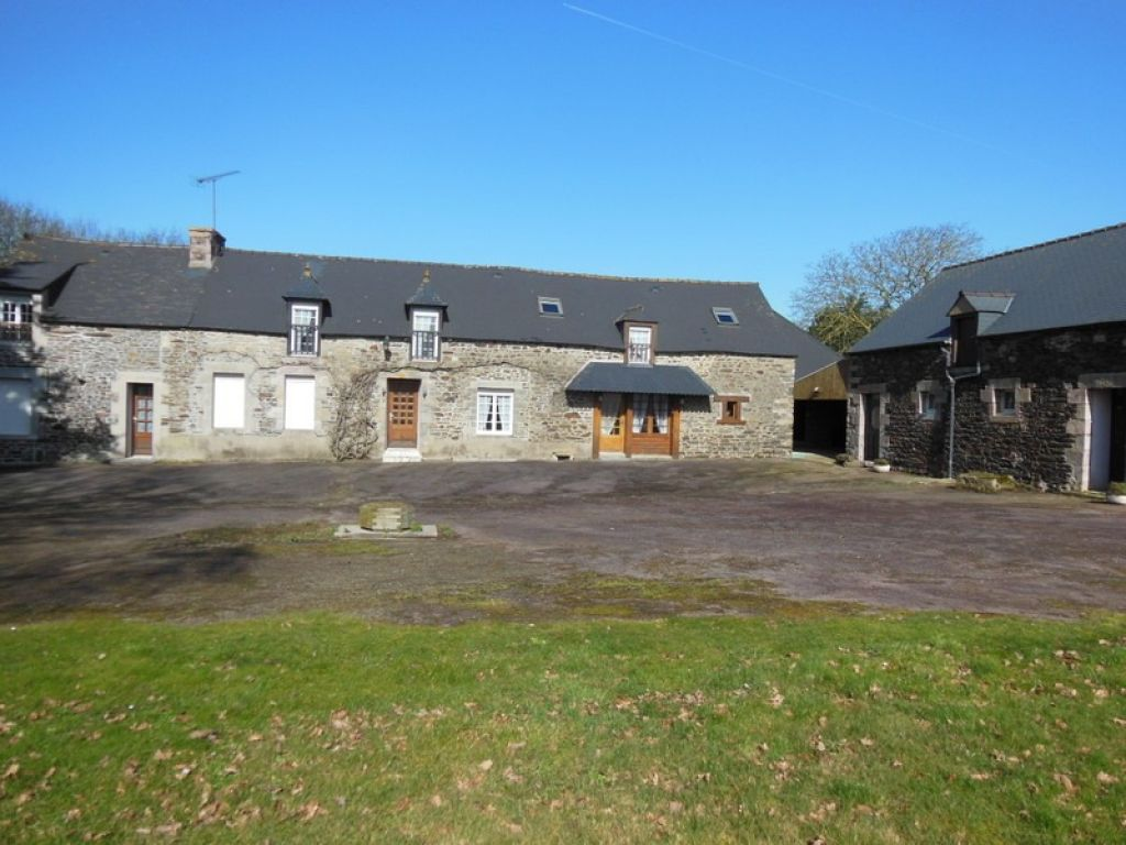 Superb refurbished farm complex - 2 houses + outbuildings 10 minutes to the sea