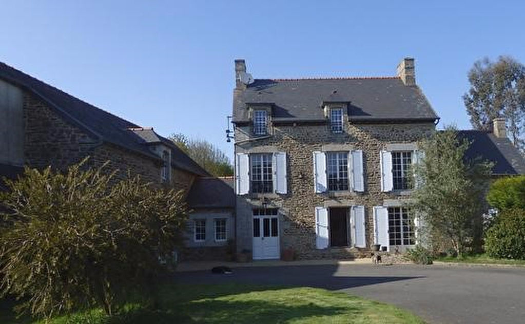 Magnificent Manor House with Gite Potential and Swimming Pool