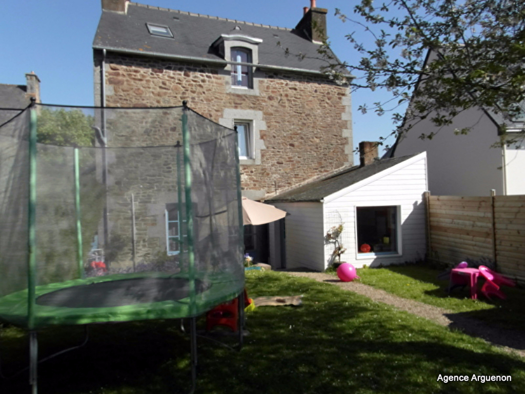 In a village 5mn from the Rance : charming 3 bedroom townhouse with garden