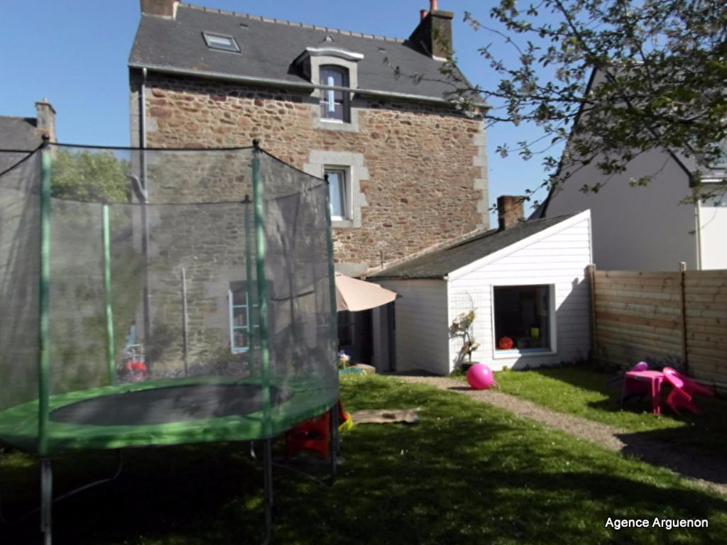 Secteur bords de Rance: belle maison de ville 3 chambres et jardin