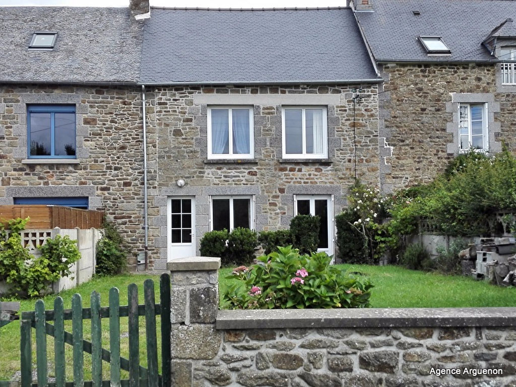 Solid stone built house in quiet hamlet walking distance to the Rance