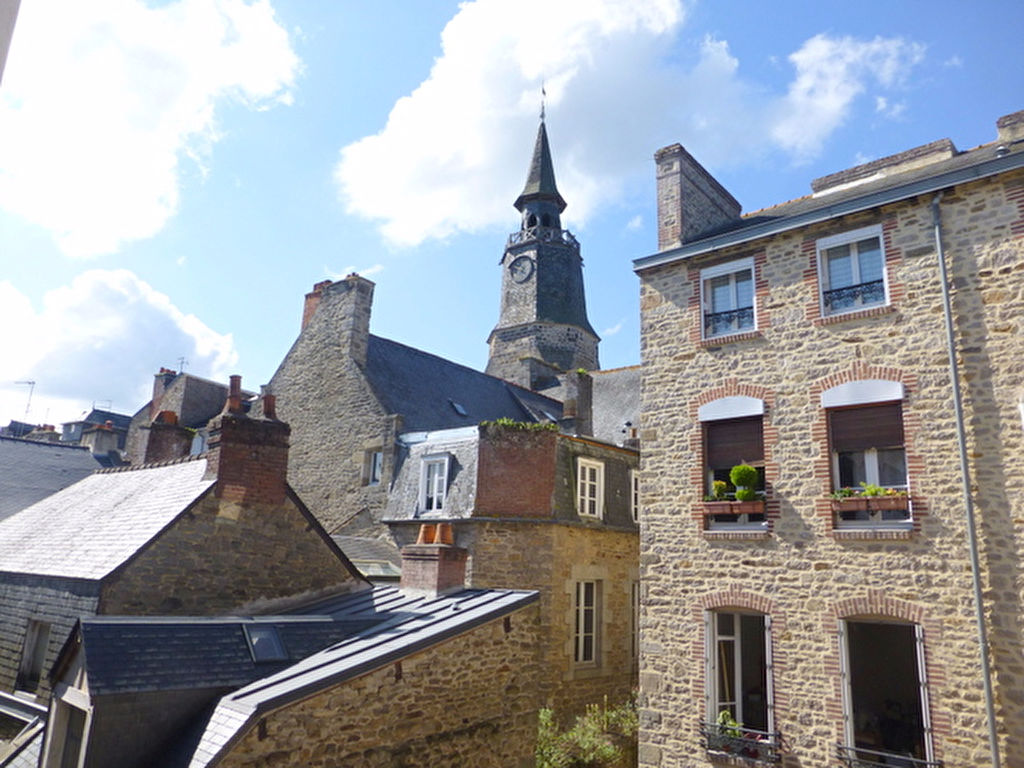 Prime location in center of Dinan: Charming 2 bedroom apartement with great views!