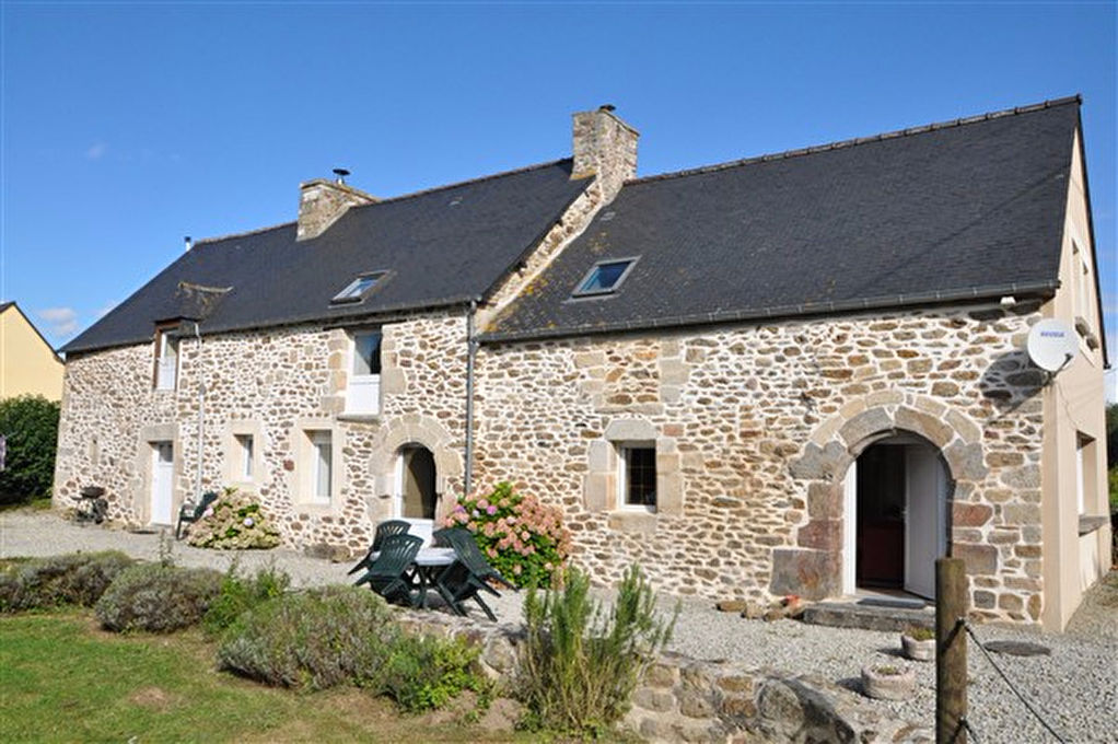 Lovely stone longère with gîte, detached, close to Jugon-les-lacs