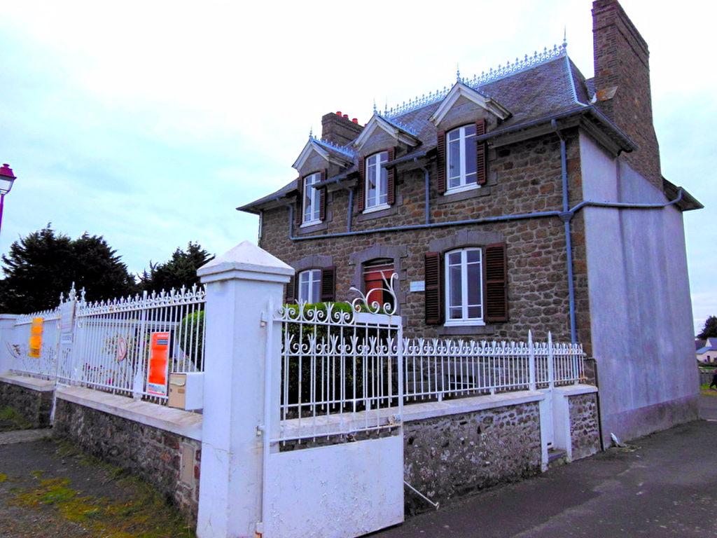 Elégante maison de Maître en bords de mer dans la baie du Mont St Michel