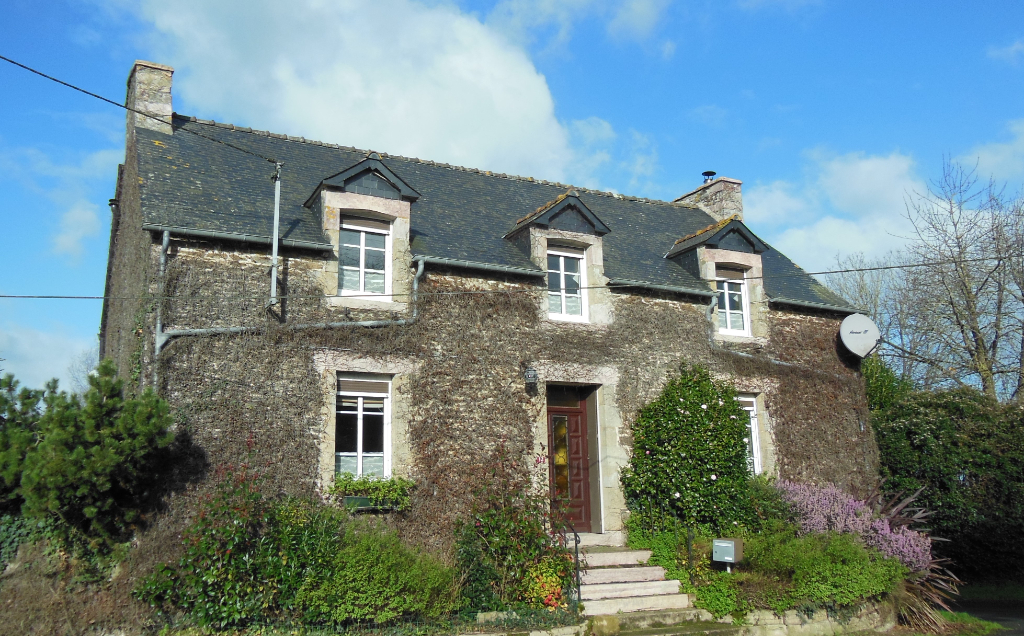 Exceptional Stone House with Gite and approx 1 acre - 10 mn Sea