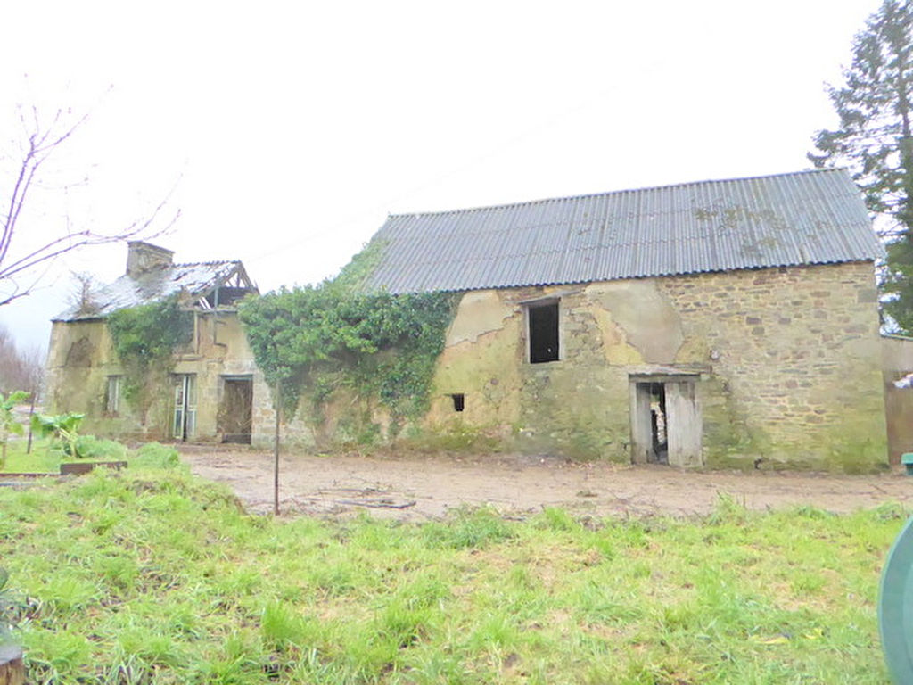 Character longere to renovate in rolling countryside a short walk from the lake