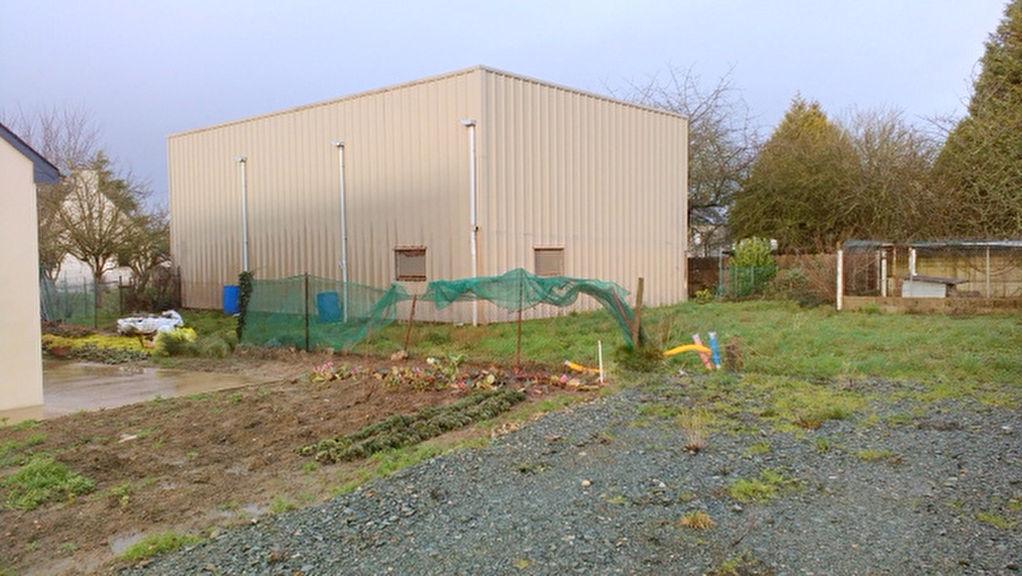 Lanvallay centre ville: Terrain viabilisé de 768 m2 + Large hangar
