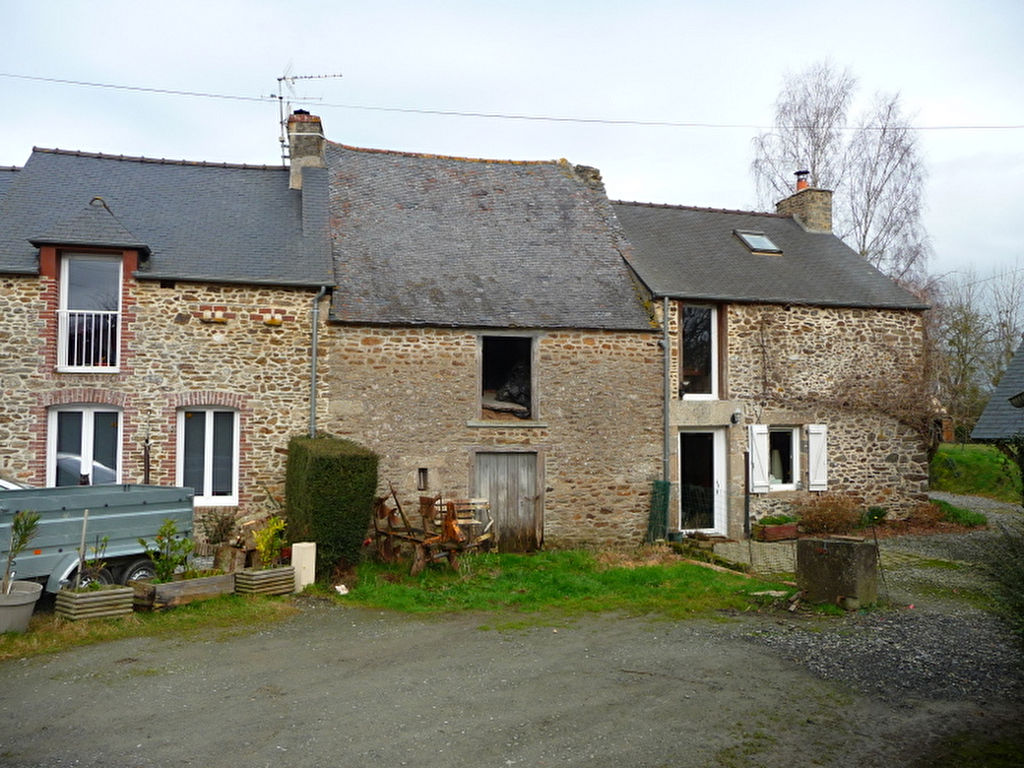 5mn Dinan: Charming 2 bedroom house with outbuilding