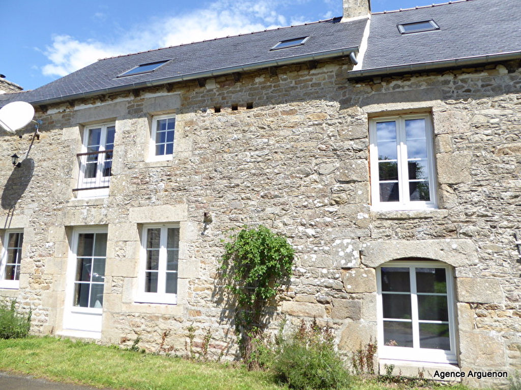 20mn Dinan: superb 240m² property with potential gite, landscaped garden and pool