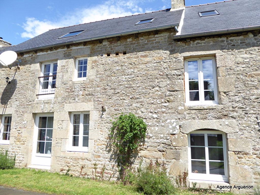 Secteur Dinan/Plélan le Petit: Superbe propriété de 240m² avec poss. gîte, jardin paysagé et piscine