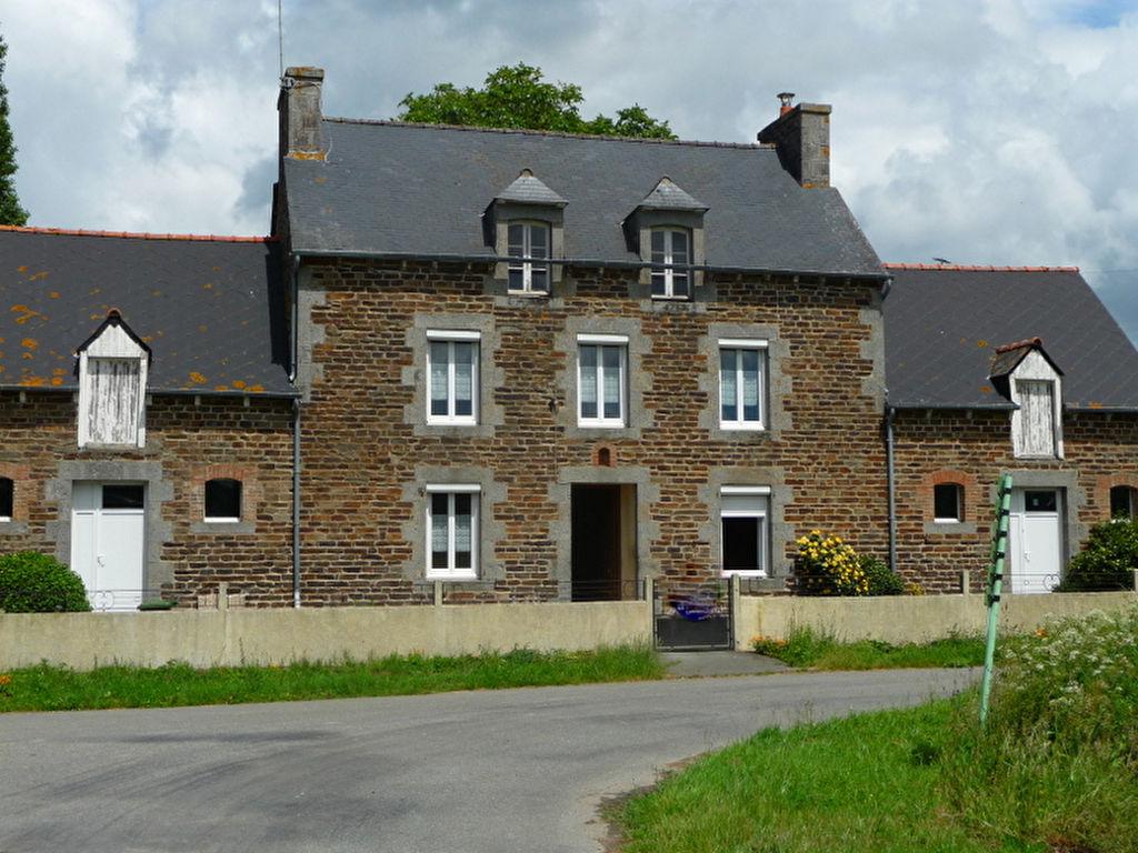 Elegante maison ancienne offrant le calme de la campagne à 4 kms de toutes commodités