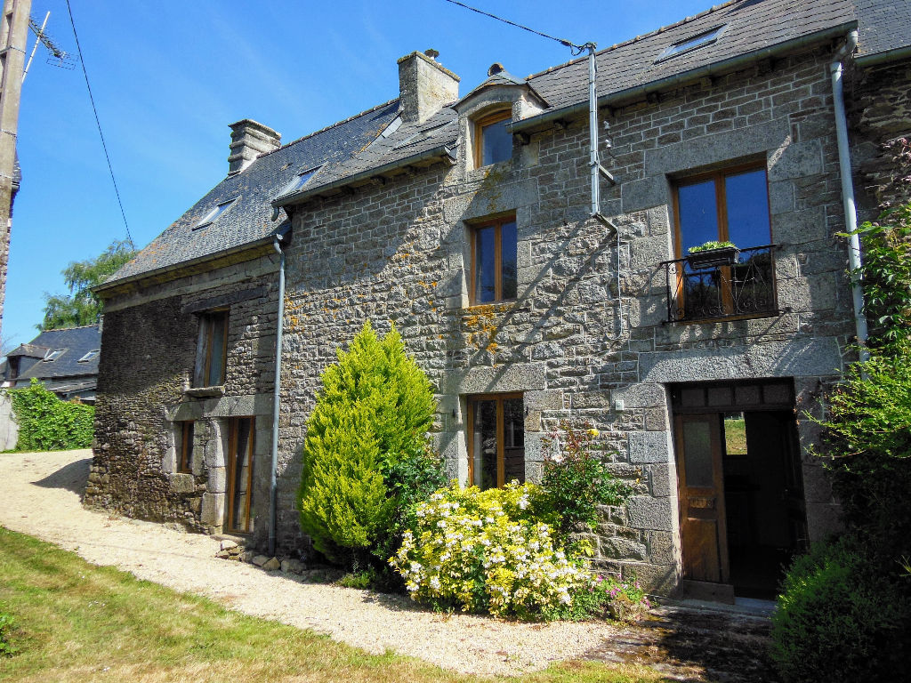 Refurbished 4 bedroom stone and cob house - 15 minutes to Dinan