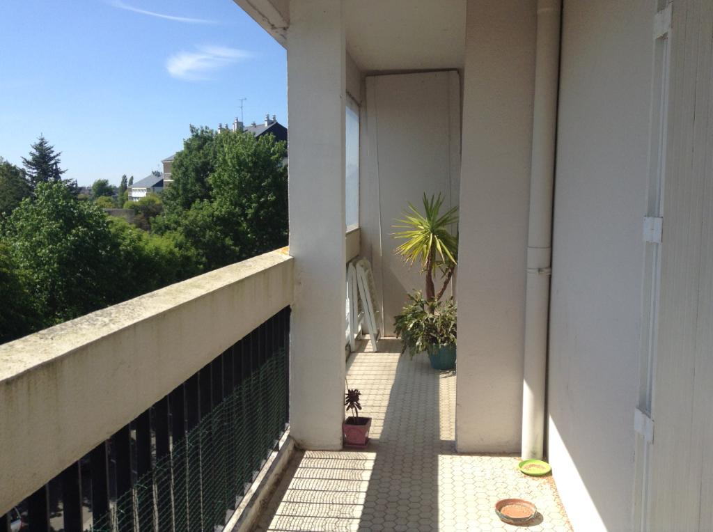 2 bedroom apartment close to Dinan centre