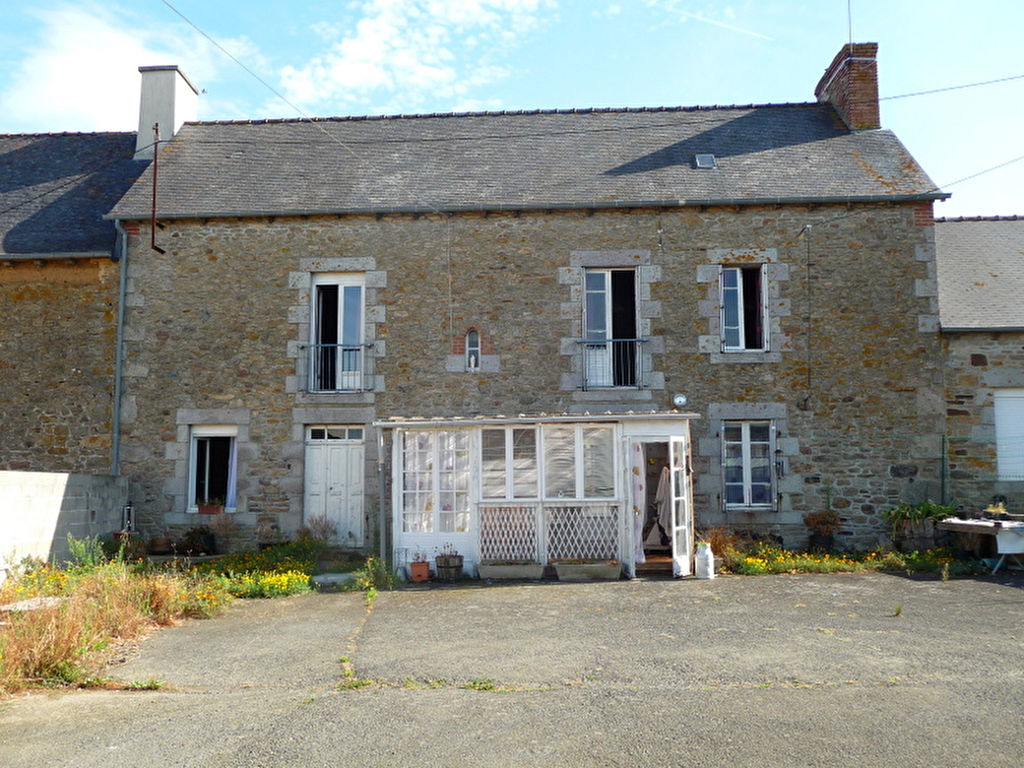 Plenee-Jugon, spacious stone house with enclosed garden, lovely open views!