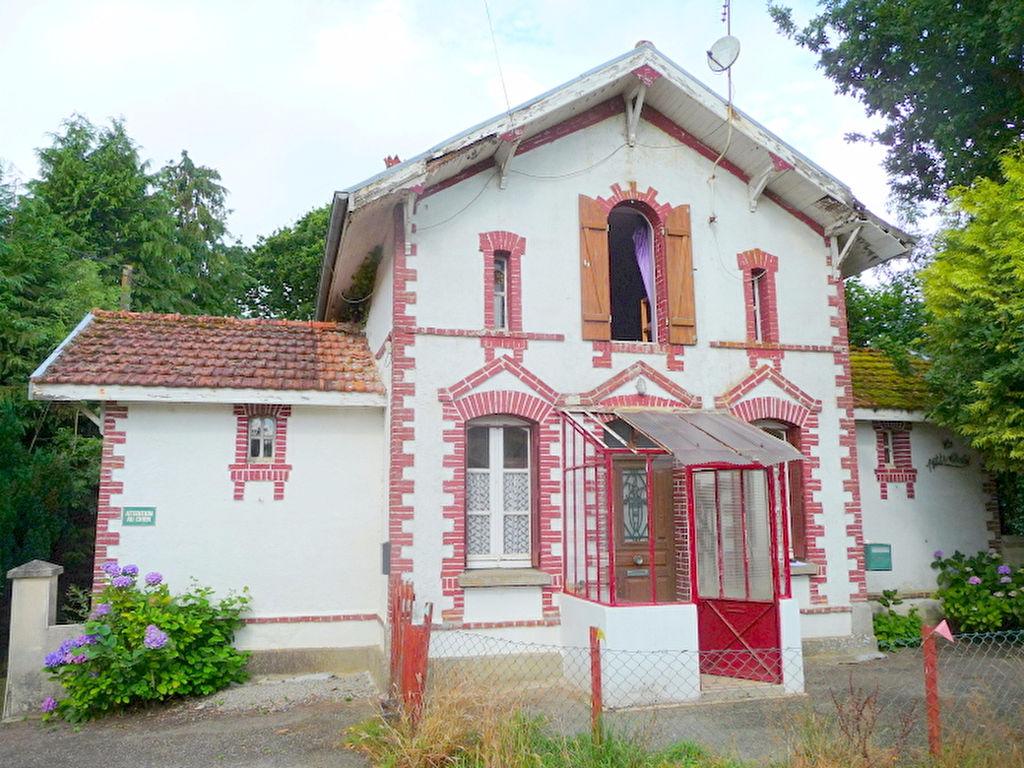 Plouguenast, Très jolie maison avec dépendance sur 2 000 m2
