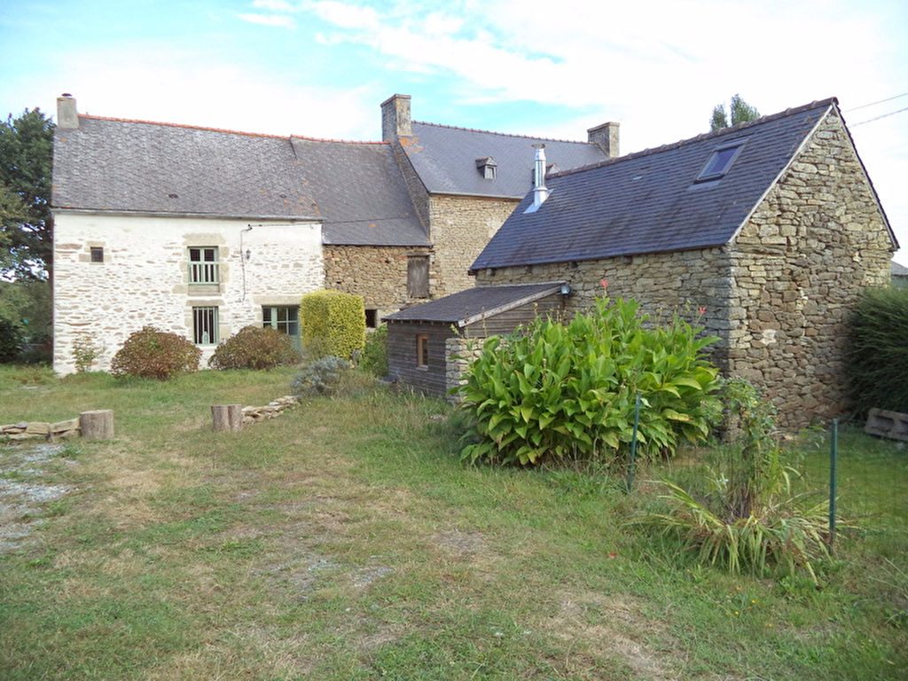 5mn Dinan: charming property with house and outbuildings, ideal holiday home or investment