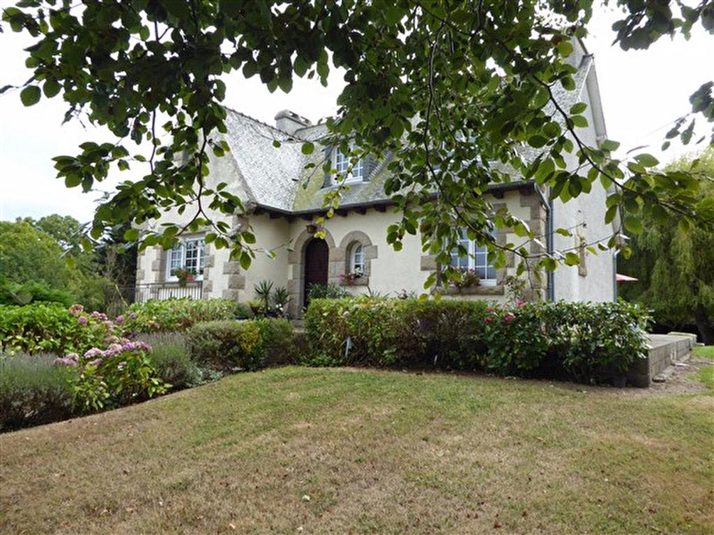 10mn St Cast : Belle maison traditionnelle, indépendante sur près de 2500m²