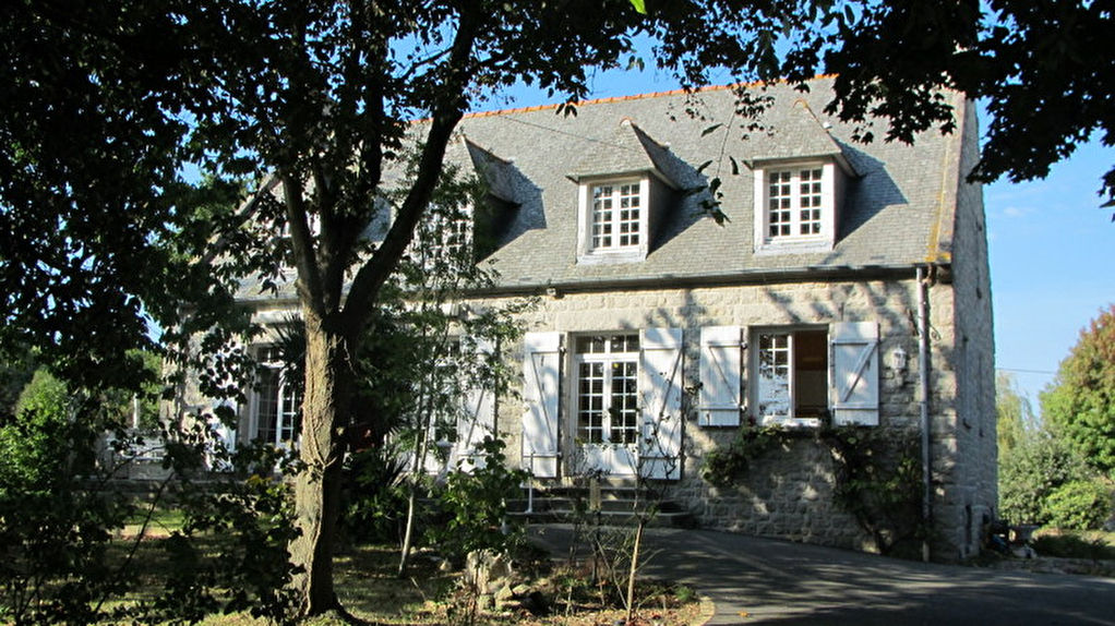 TADEN - village by the river Rance: Detached family house on large and private grounds
