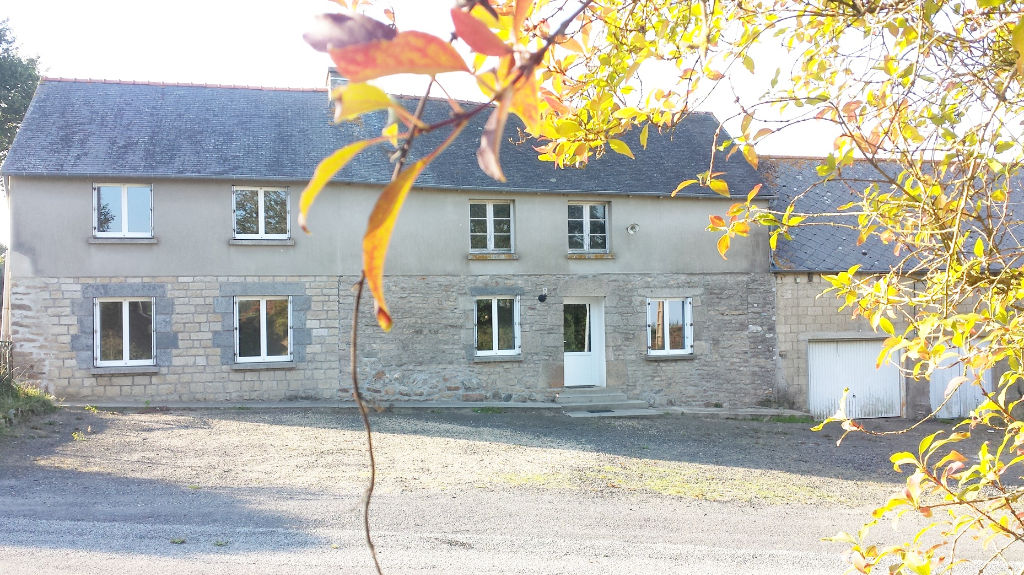 Between Collinée, Plemet and Merdrignac, old farmhouse in beautiful location, 1.5 acres of land