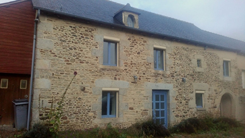 30mn Dinan: Charming stone house including 4 bedrooms, garage and garden