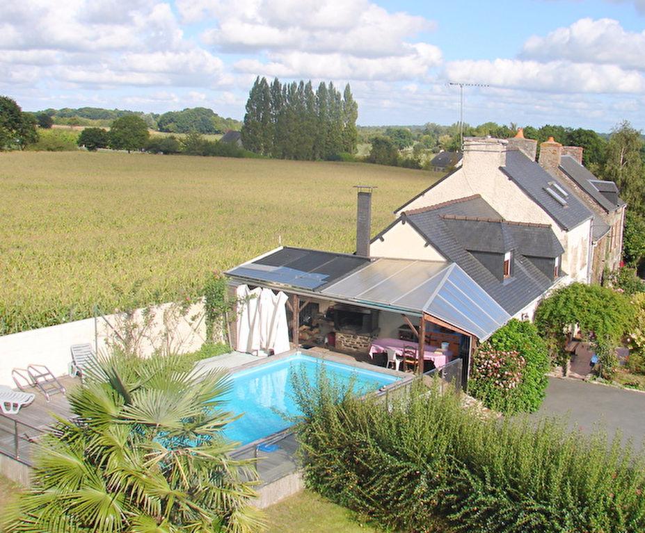 Charmante longère avec piscine sur beau jardin.