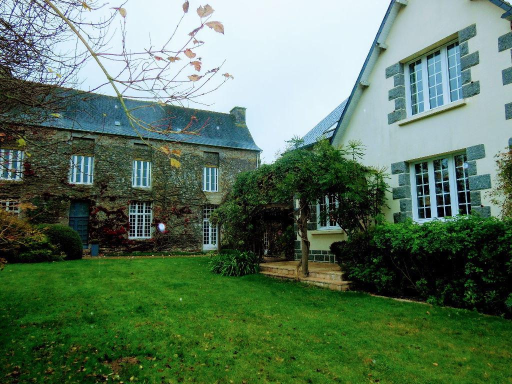 Well refurbished 4 bed Neo-Breton with stunning 16c Manoir to renovate
