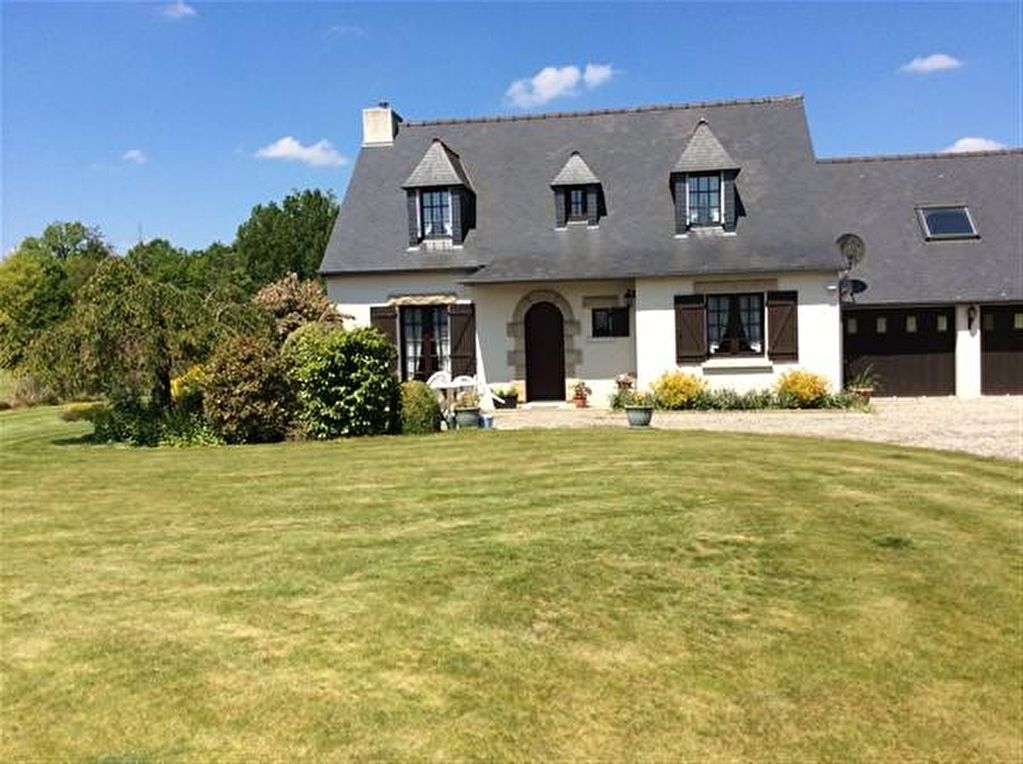Spacious home in village close to Dinan