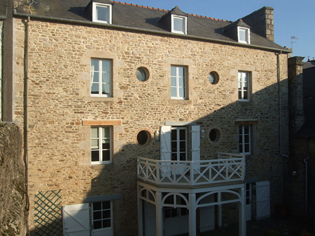 Large family home in the center of Dinan