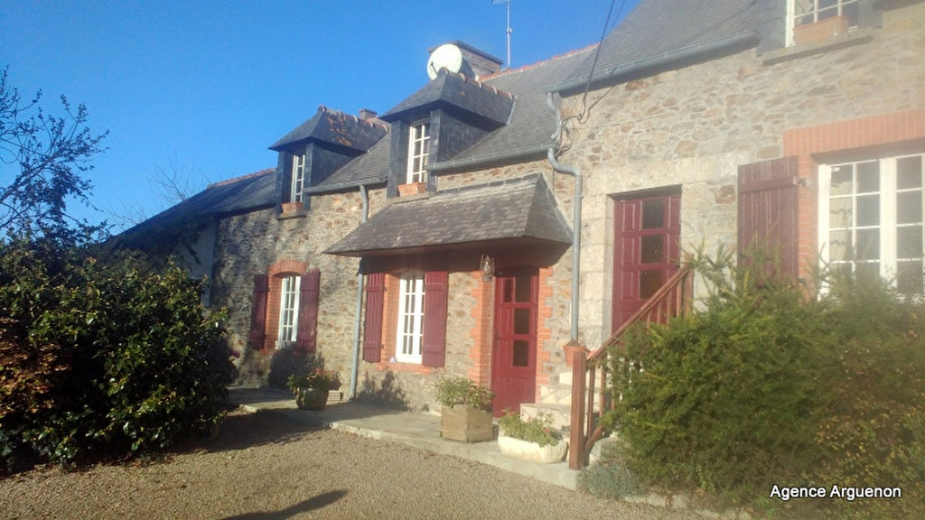10km from the sea and seaside resort of Dinard: Charming 4/5 bedroom house with pool