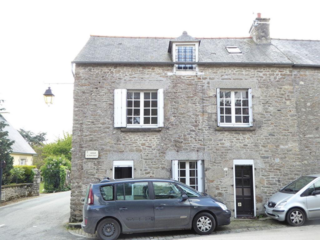 Maison en pierre, 3 chbres avec un garage. Léhon