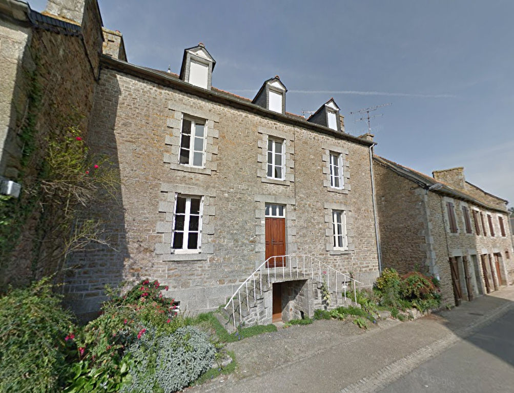 15 mins Lamballe: Beautiful village house with spacious rooms throughout