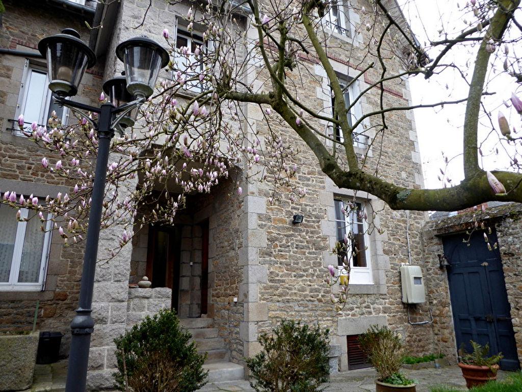 Dinan résidentiel : belle maison bourgeoise familiale